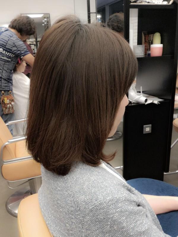 雑誌エル・ジャポンでも特集されるほど人気の髪型【ロブ】